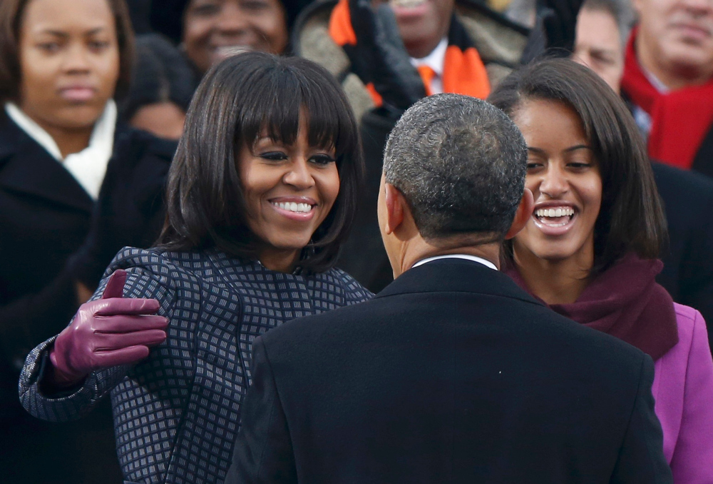 Description of . U.S. President Barack Obama prepares to embrace first lady Michelle Obama after reciting his oath of office as daughter Malia (R) looks on during inauguration ceremonies on the West front of the U.S. Capitol in Washington, January 21, 2013.     REUTERS/Jason Reed