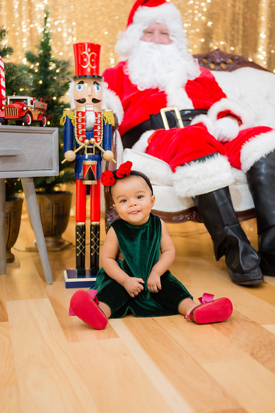 FADS Picture with Santa-184.jpg