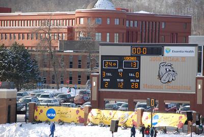 2010 12 04: UMD 24  Augustana 13, D2 football quarterfinal @Duluth
