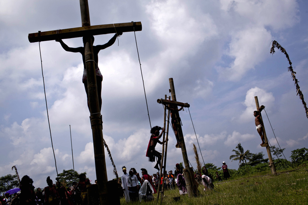 . Indonesian Catholics participate in a re-enactment of the crucifixion of Jesus Christ on Good Friday on March 29, 2013 in Magelang, Central Java, Indonesia. Catholics make up approximately 3% of the population of the predominantly Muslim country. (Photo by Ulet Ifansasti/Getty Images)
