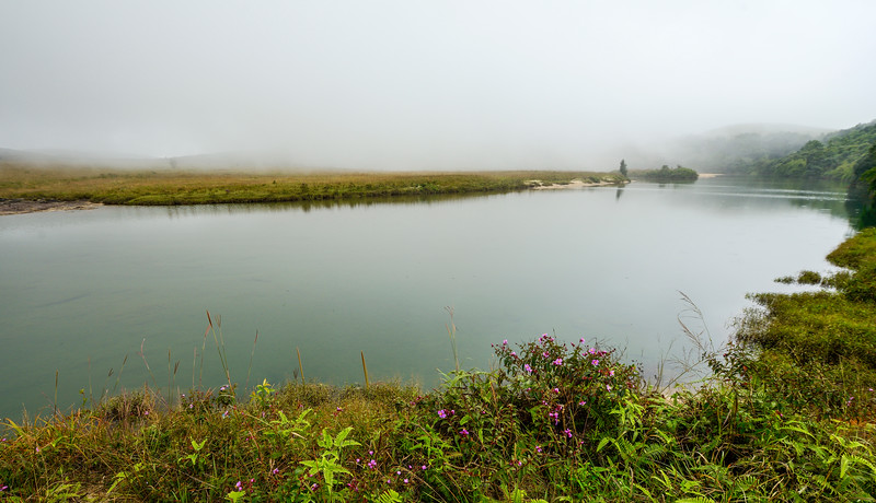 Beautiful-misty-lake-cherrapunji-2.jpg