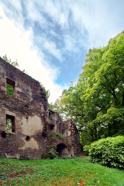Ruins of the medieval castle, demolished during the French Revolution, town of Rochefort-en-Terre, departament of Morbihan, region of Brittany, France
