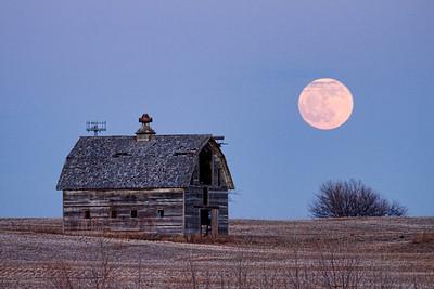Moon Rise Barn