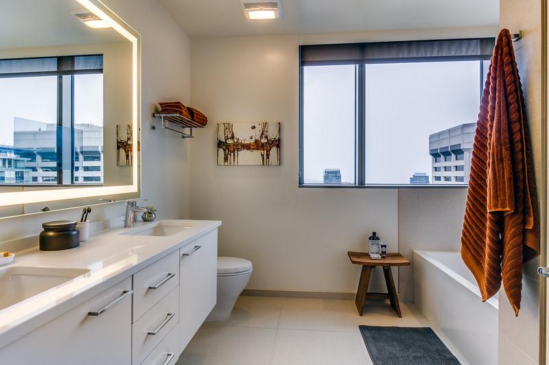 Bathroom 2-IMG_4548_enfB.jpg