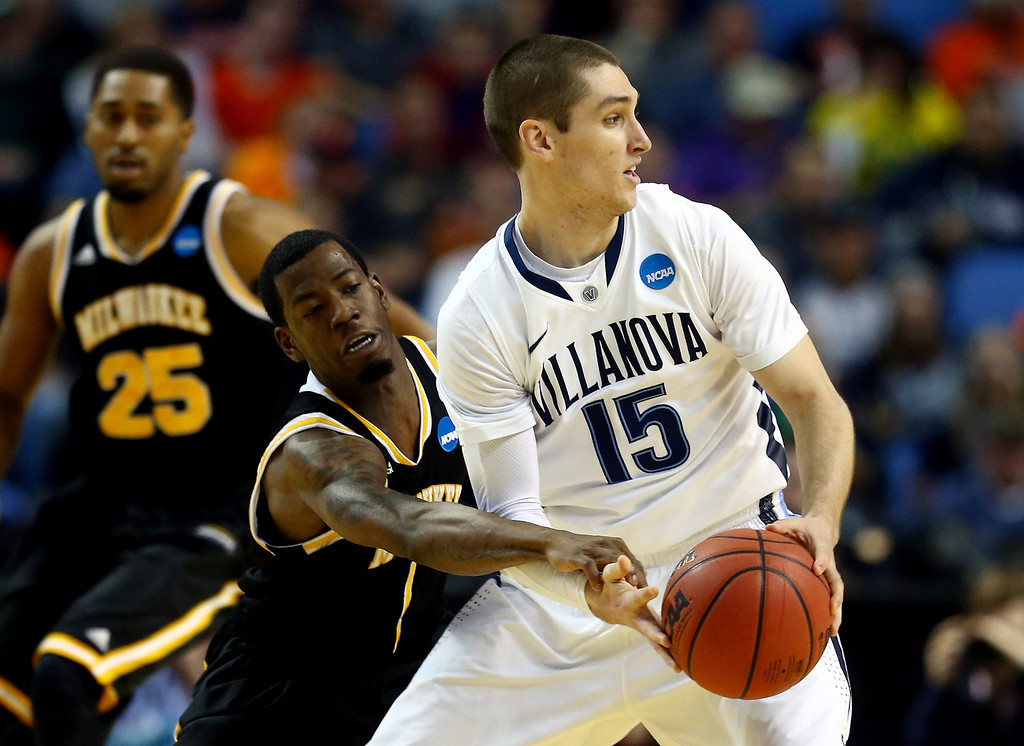 . BUFFALO, NY - MARCH 20: Ryan Arcidiacono #15 of the Villanova Wildcats looks to pass as Jordan Aaron #1 of the Milwaukee Panthers defends during the second round of the 2014 NCAA Men\'s Basketball Tournament at the First Niagara Center on March 20, 2014 in Buffalo, New York.  (Photo by Elsa/Getty Images)