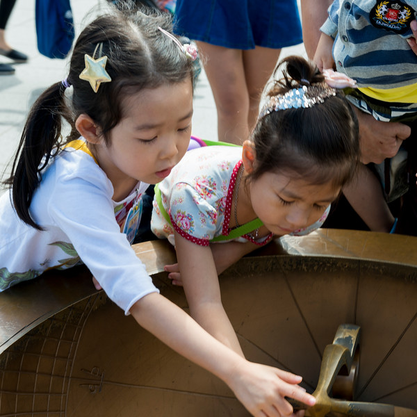 Children looking at sundial, Seoul, South Korea