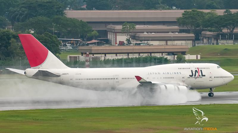 Japan Airlines - JAL Boeing B747-400 JA8071