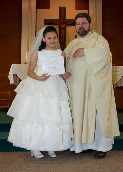 Communion Hispanic-9150-36 5X7.JPG