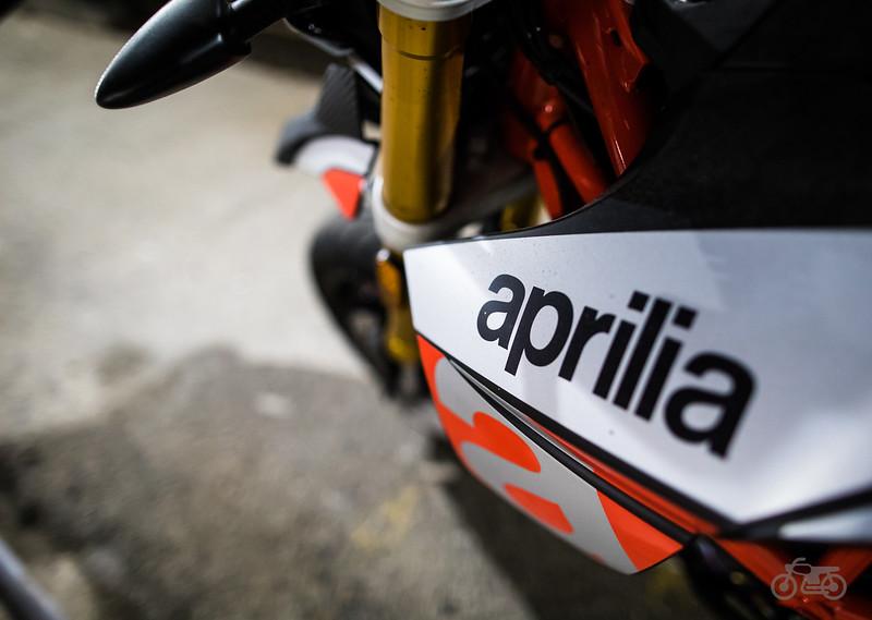 Aprilia Dorsoduro 900 - Aprilia Logo Tank.jpg