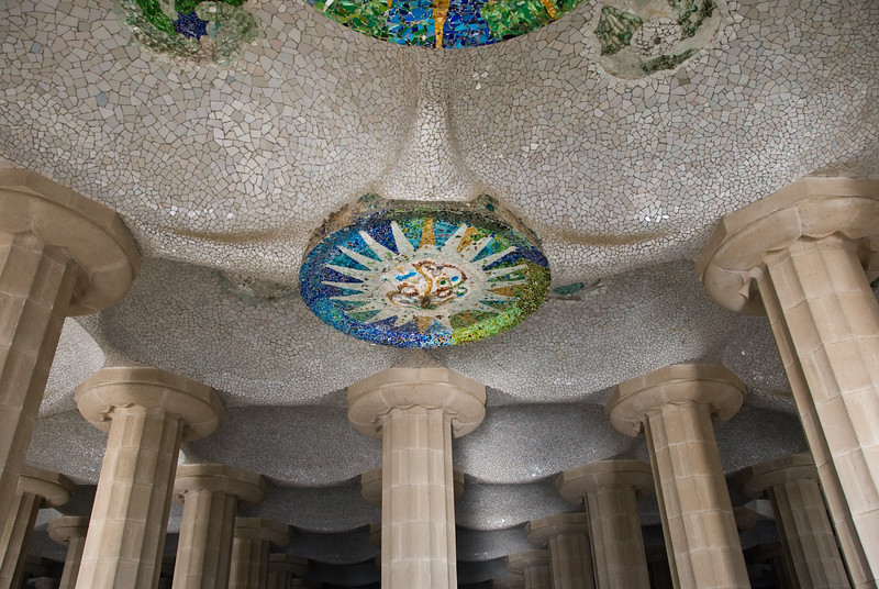Another view of the ceiling under the seating area in the center of Park Güell. (Dec 14, 2007, 10:27am)