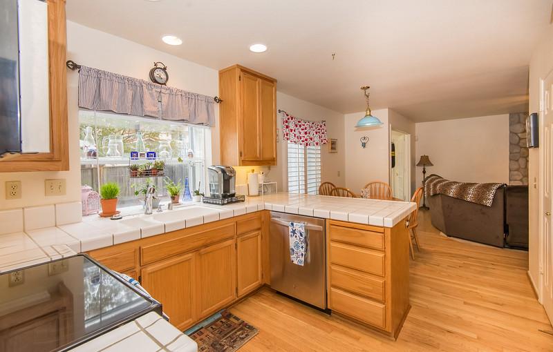 DSC_5163_kitchen.jpg