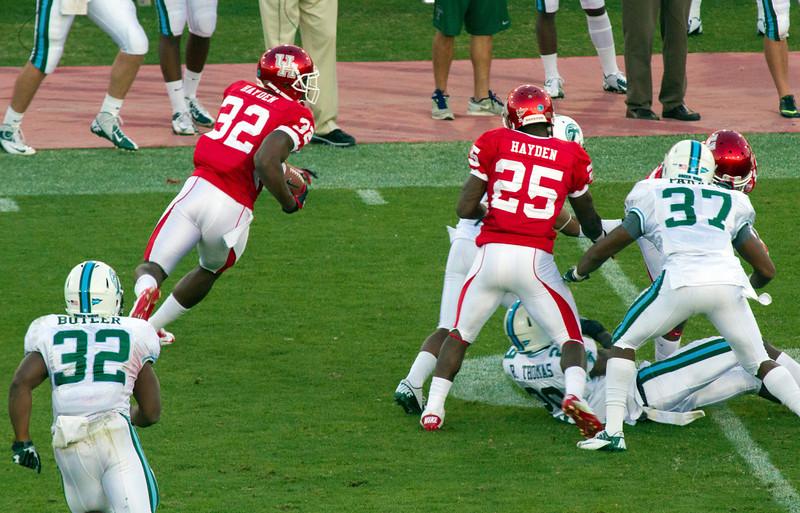 Payne running the ball.