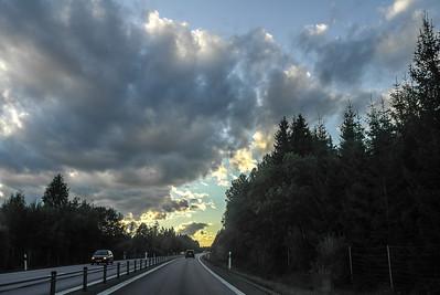 Snapshots från bilen på vägen till landet