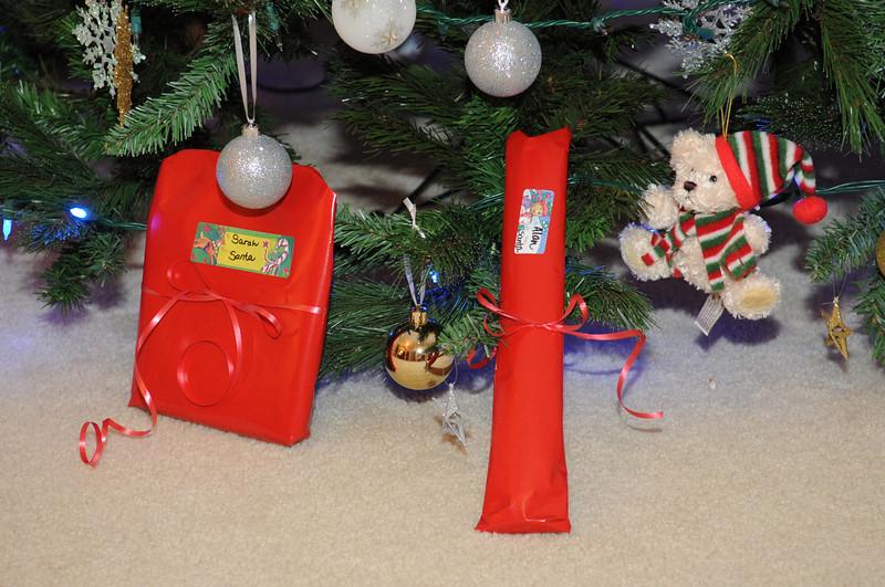 2008-11-25 Santa presents