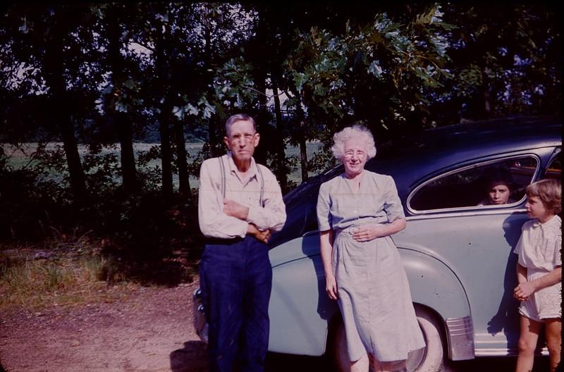 1952 08 Sally's parents Walker and Sadie.jpg