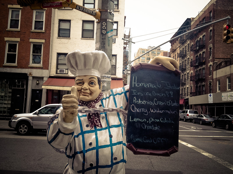 Bens Pizza statue.jpg