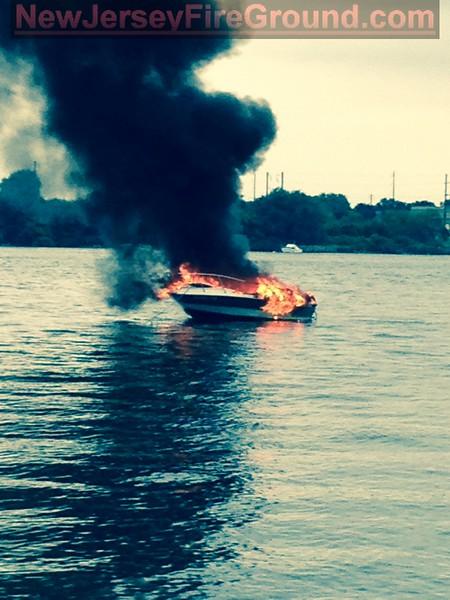 8-3-2014(Burlington County)PALMYRA Deleware River-Boat Fire