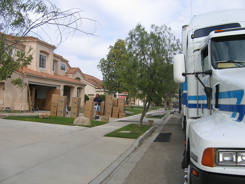 The movers took two days to pack (26-27 Nov) our home in Oxnard and one day (28 Nov) to load and go. (Image taken with Canon PowerShot A95 at ISO 0, f5.0, 1/320 sec and 7.8mm)