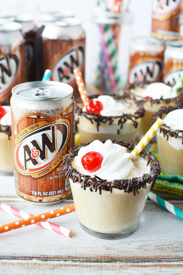 Did you know that August 6th is National Root Beer Float Night? A wonderful way to celebrate all summer. Try my Mini Root Beer Float Recipe! #ad @awrootbeer
