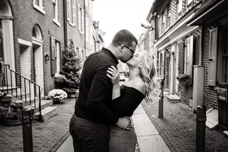 MICHELLE AND NICK - OLD CITY ENGAGEMENT SESSION - 15.jpg