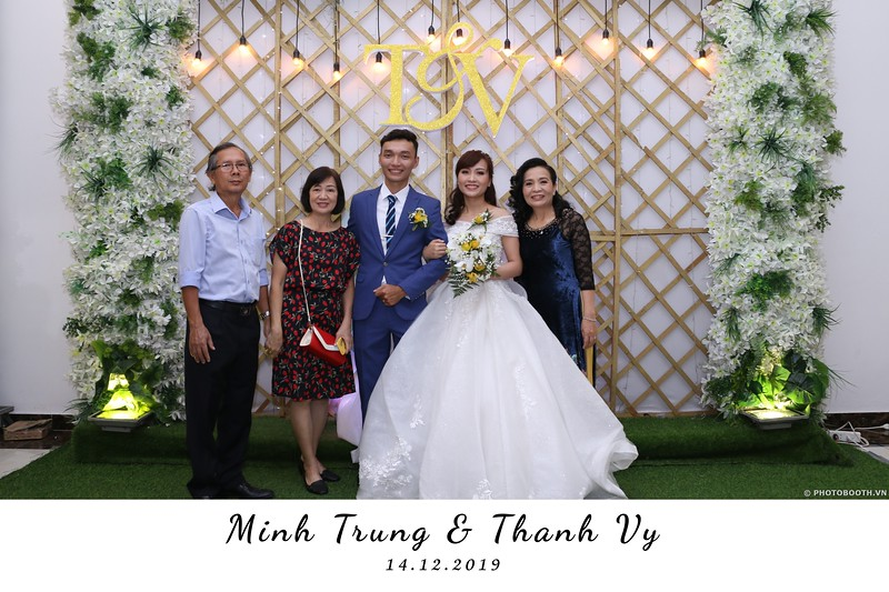 Trung-Vy-wedding-instant-print-photo-booth-Chup-anh-in-hinh-lay-lien-Tiec-cuoi-WefieBox-Photobooth-Vietnam-059.jpg