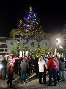citizens-complain-about-citys-ugly-christmas-tree