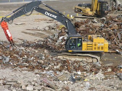 NPK M38K demolition shear on Deere excavator-C&D recycling 1.jpg