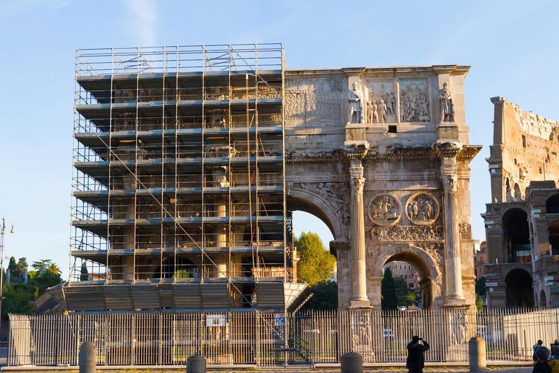 Constantine's Triumphal Arch... under restoration.