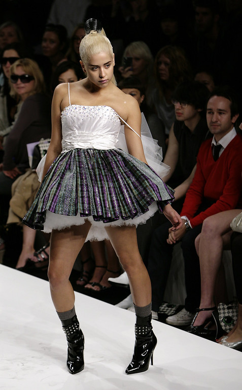 . n a file picture taken on September 16, 2007 Peaches Geldof, the daughter of singer Sir Bob Geldof, models during the PPQ show of the London Fashion Week at the BFC tent in the British capital\'s Natural History.   AFP PHOTO / LEON NEAL/AFP/Getty Images