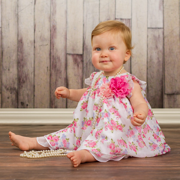 Look who stopped by the studio today for a one-year session: little Lux! Such a beauty!
