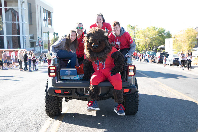 HOMECOMING PARADE 2019-1368.jpg