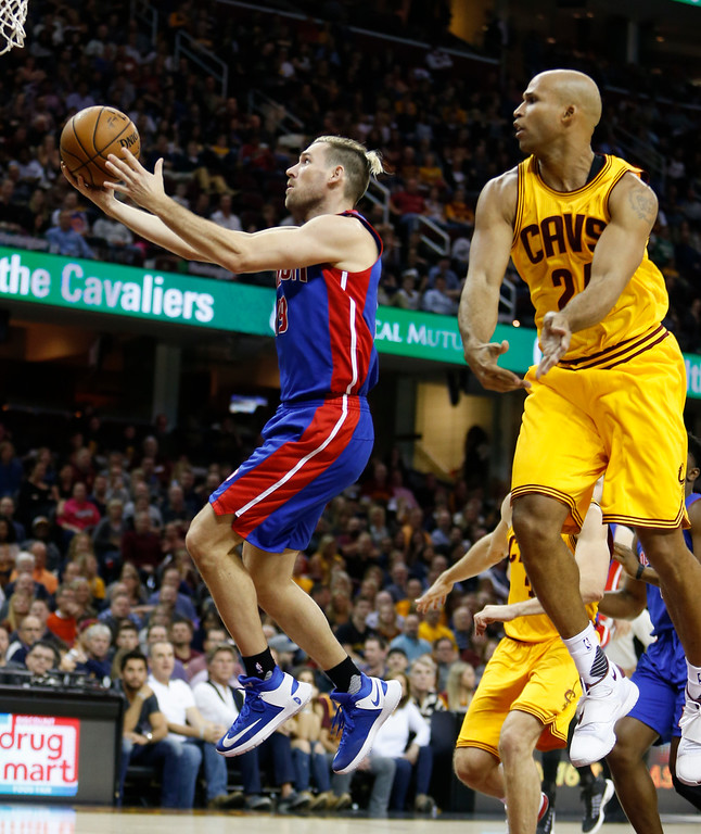 . Detroit Pistons\' Beno Udrih (19) scores past Cleveland Cavaliers\' Richard Jefferson (24) during the second half of an NBA basketball game Friday, Nov. 18, 2016, in Cleveland. The Cavaliers won 104-81. (AP Photo/Ron Schwane)