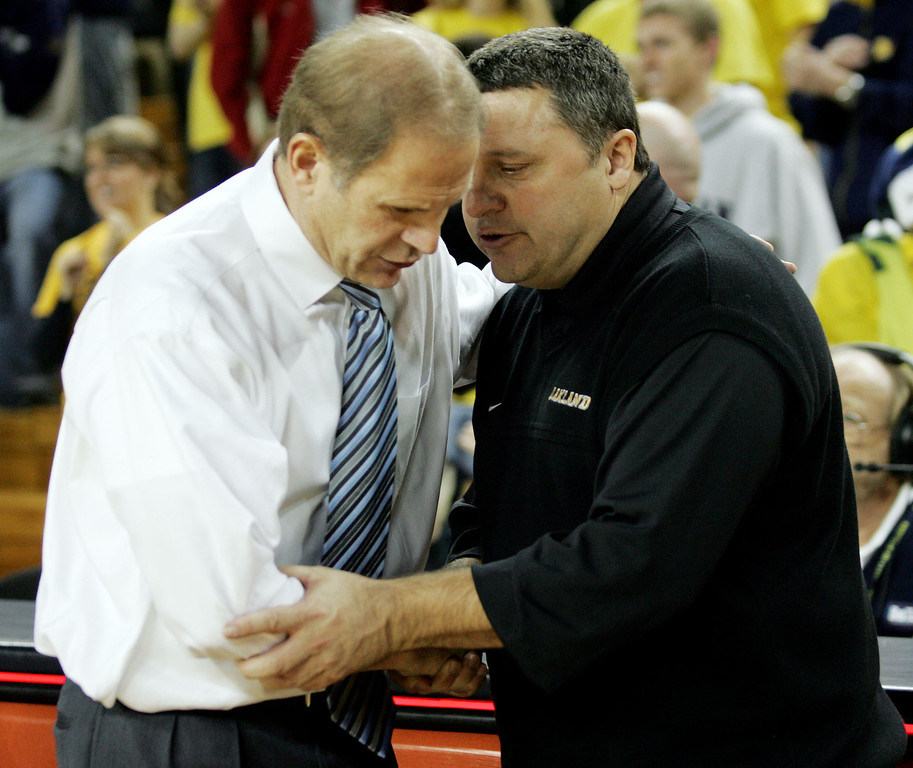 . Michigan head coach John Beilein, left, shakes hands with Oakland head coach Greg Kampe, after a college basketball game, Wednesday, Dec. 12, 2007, in Ann Arbor, Mich. Michigan won, 103-87. (AP Photo/Tony Ding)