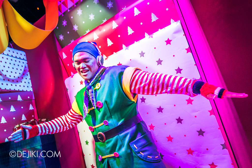 Universal Studios Singapore - A Universal Christmas event 2017 / Santa's Workshop Break dancing Elf
