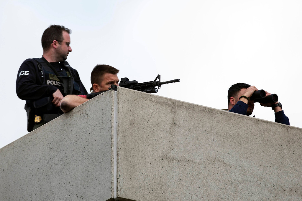 . Law enforcement officers place themselves in an overhead position on Arsenal St, in the search area for Dzhokar Tsarnaev, the one remaining suspect in the Boston Marathon bombing, in Watertown, Massachusetts April 19, 2013. REUTERS/Lucas Jackson