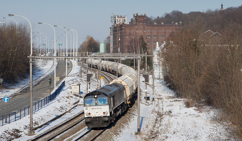 Railtraxx in cooperation with Husa has taken over the limestone service between Veendam/NL and Hermalle s/Huy. Sole motive power in early 2012 is MRCE 653-05 which is seen here passing through Argenteau with the empties as train 49667.