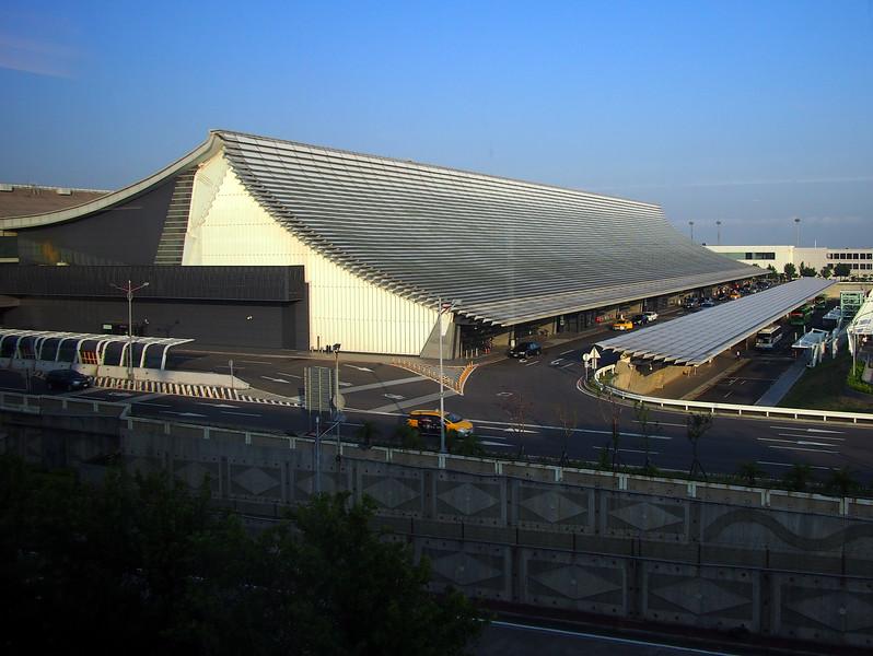 P9292754-departure-hall-roof.JPG