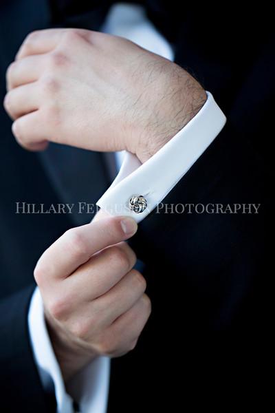 Hillary_Ferguson_Photography_Melinda+Derek_Getting_Ready334.jpg