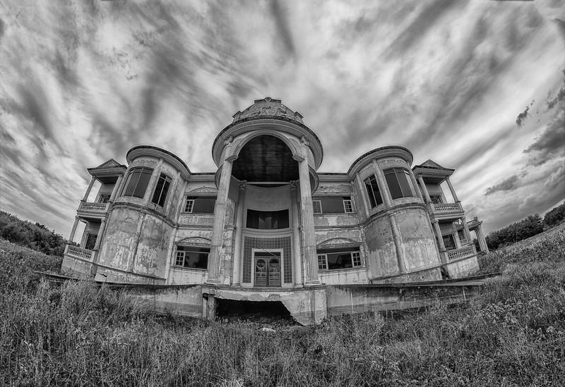 MansionBW.jpg