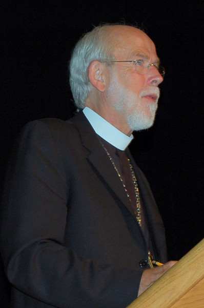 Presiding Bishop Mark Hanson presents the next question to the group.