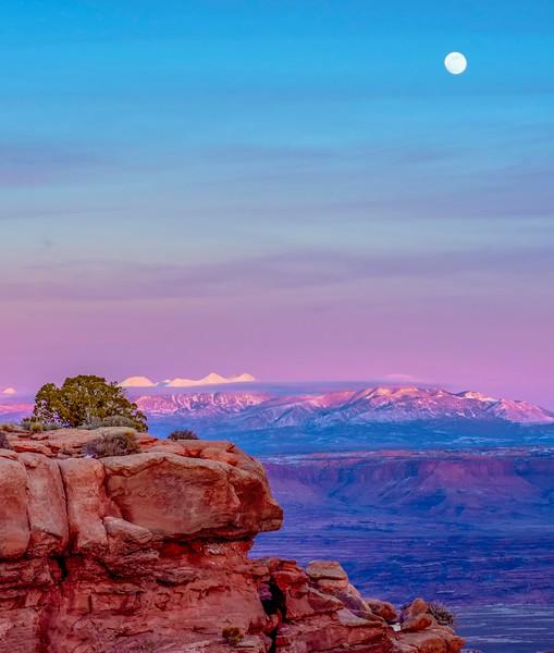 Canyonlands_Moonrise