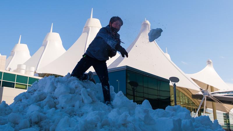 031621_westin_deck_snowball_fight-005.jpg