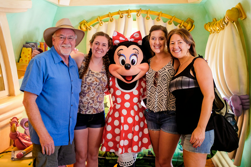 And of course what would a trip to Disneyland be without meeting Minnie.