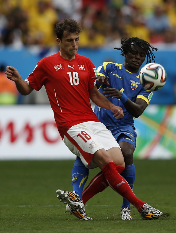 . Switzerland\'s forward Admir Mehmedi (L) and Ecuador\'s defender Juan Carlos Paredes vie for the ball during a Group E football match between Switzerland and Ecuador at the Mane Garrincha National Stadium in Brasilia during the 2014 FIFA World Cup on June 15, 2014.  AFP PHOTO / ADRIAN DENNIS