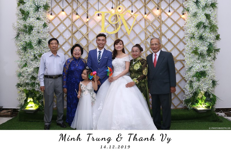 Trung-Vy-wedding-instant-print-photo-booth-Chup-anh-in-hinh-lay-lien-Tiec-cuoi-WefieBox-Photobooth-Vietnam-020.jpg