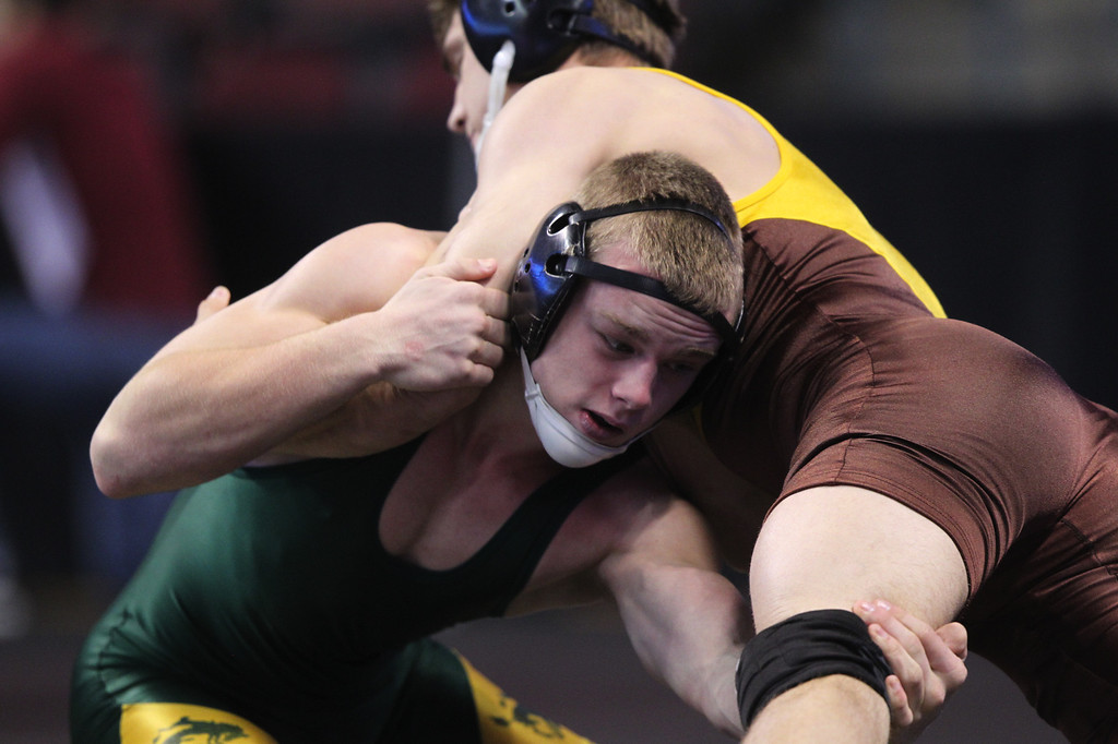 . Livermore\'s Tyler Rardon, left, wrestles Crespi\'s Blayne Briceno in a 152-pound consolation round match during the California Interscholastic Federation wrestling championships in Bakersfield, Calif., on Saturday, March 2, 2013. Rardon would go onto win the match. (Anda Chu/Staff)