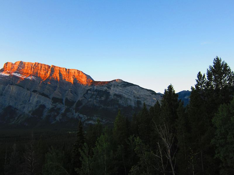 Route begins on right - southwest side of peak.