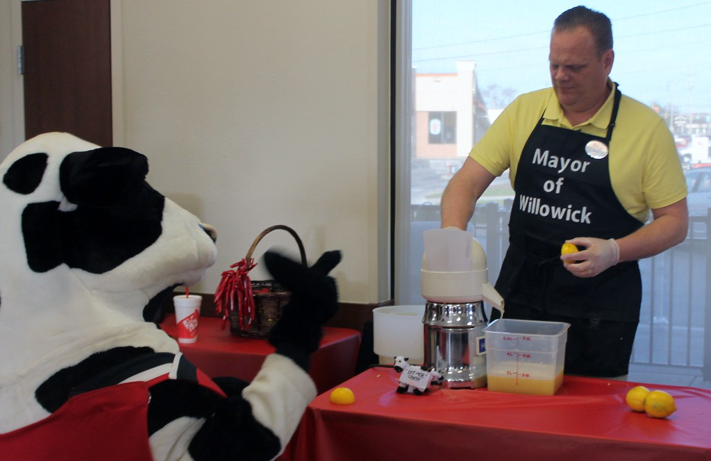 . Kristi Garabrandt � The News-Herald <br> Willowick Mayor Rich Regovich battles it out in the first annual lemon squeeze competition at Chick-Fil-A Willoughby to raise funds for The Miracle League on March 30, 2017.