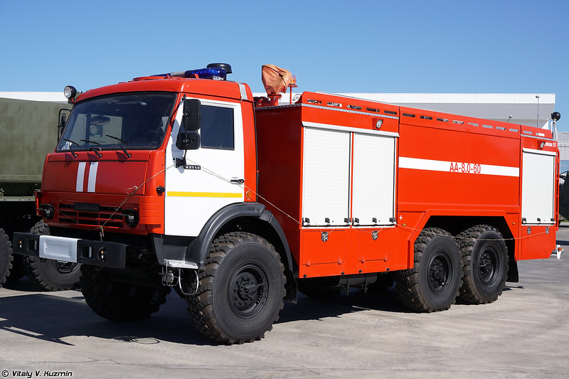 Аэродромный пожарный автомобиль АА-8.0-60 (AA-8.0-60 fire engine)
