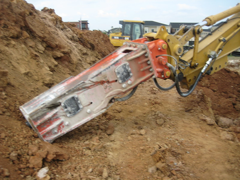 NPK GH9 hydraulic hammer (sn 91377) on Cat excavator (11).jpg